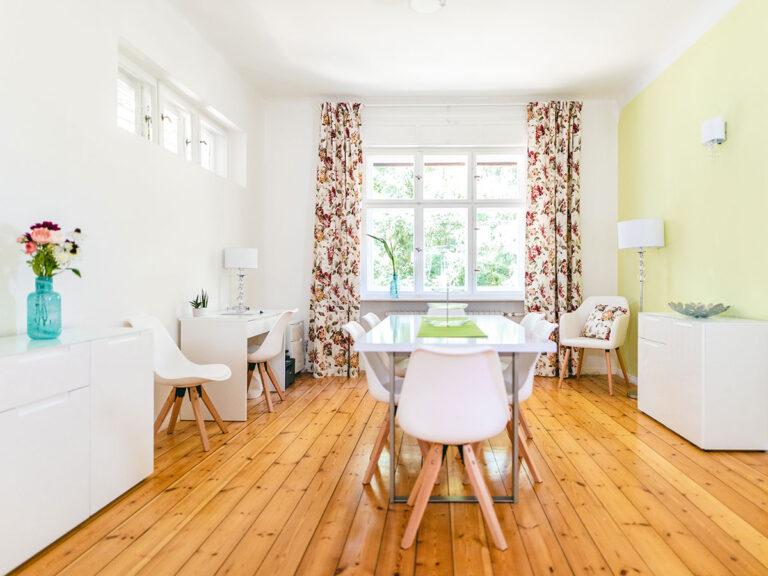 Moderne Ausstattung in einer klassischen Villa. Die Räumlichkeiten der Wohngemeinschaft setzen besondere Akzente.