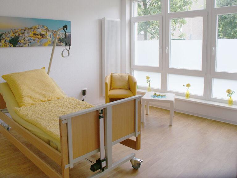 Bewohnerzimmer in der Intensivpflege WG nahe des Zentrums von Herne in NRW.