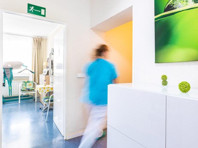 Die Pflege in der Intensivpflege WG Berlin Mitte übernehmen Kooperationspartner aus der Beatmungspflege und Heimbeatmung.